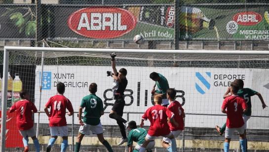 Muy igualada esta mañana en el Municipal de Bouzas el partido por el bronce entre el Moaña y el Coruxo... tanto que acabó como empezó: 0-0. En los penaltis victoria del equipo del Morrazo por 5-3.